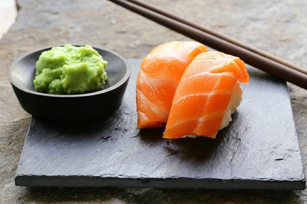 ហេតុអ្វីបានជារសជាតិហឹរនៃ wasabi ឆួលដល់ច្រមុះ?