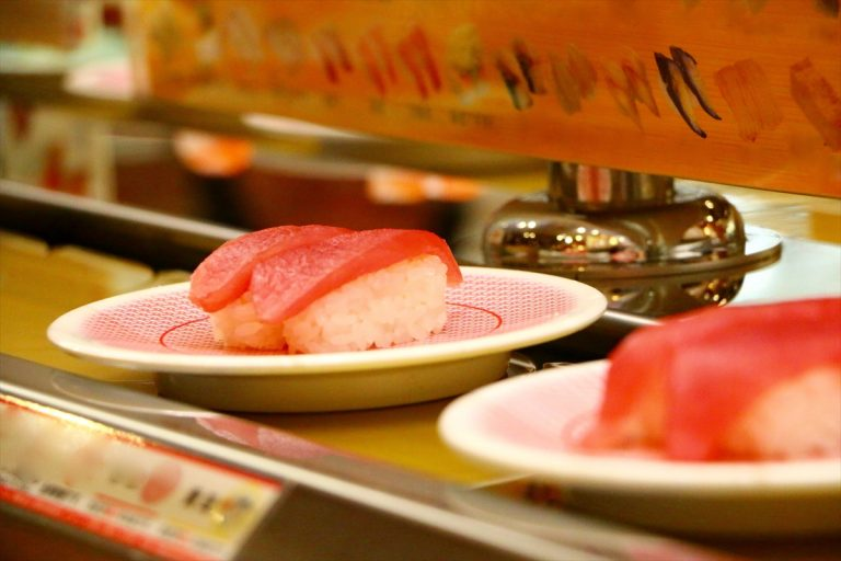 ធ្លាប់ឆ្ងល់ទេ? ហេតុអ្វីឈុត Sushi ក្នុងមួយចានជាទូទៅមានតែ ២ ដុំ?